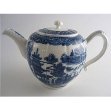 Caughley fluted form Teapot, printed with blue and white  'Pagoda' pattern, un-gilded, Salopian 'S' mark, c1785