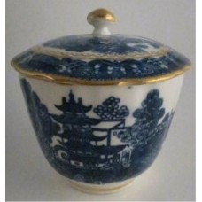 Caughley fluted Sucrier and Cover, printed with blue and white 'Pagoda' pattern with applied gilded decoration, Salopian 'S' mark, c1785