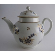 Worcester Teapot and Cover with Flower Finial, Decorated in Underglaze Blue with Formal Flowers, Honey Gold Leaves and Stems, Gold Dentil Rims, c1785